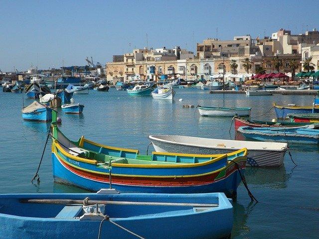 barche colorate nel porto di malta